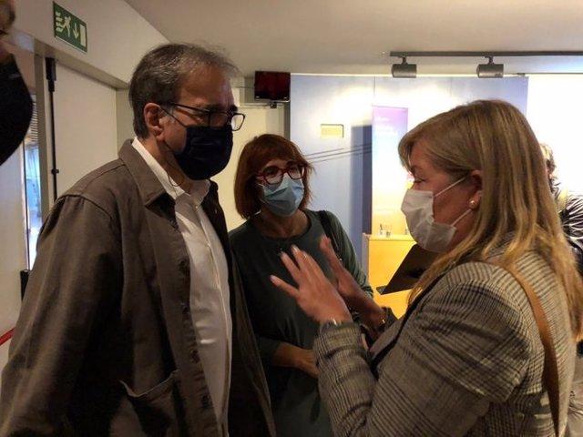 La consellera Àngels Ponsa con el teniente de alcalde Joan Subirats