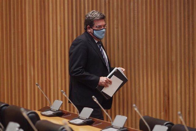 El ministro de Inclusión, Seguridad Social y Migraciones, José Luis Escrivá, a su llegada a la Comisión de Seguimiento y Evaluación de los Acuerdos del Pacto de Toledo en el Congreso de los Diputados. En Madrid, (España), a 9 de septiembre de 2020.