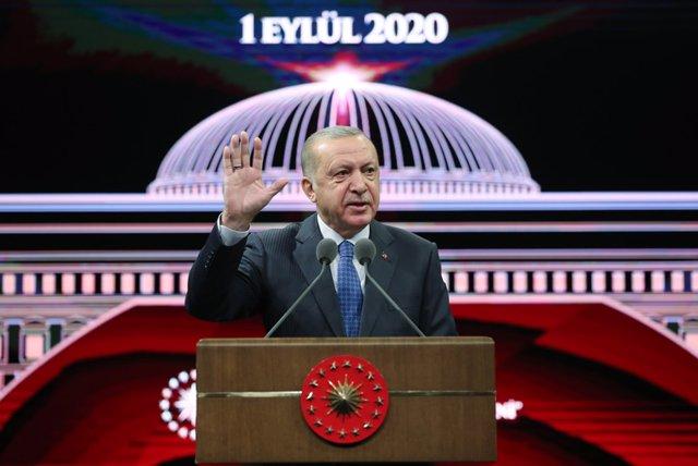 Turquía.- Turquía condena a cinco periodistas a penas de cárcel por informacione