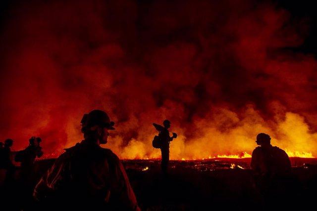 EEUU.- Al menos tres muertos en un incendio forestal en el estado de California