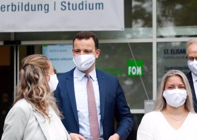 Jens Spahn, ministro de Sanidad de Alemania, en una visita a un centro de formación de enfermería