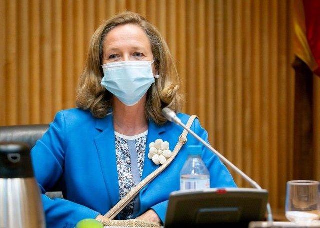La vicepresidenta de Asuntos Económicos, Nadia Calviño, en su comparecencia ante el Congreso para dar cuenta del Fondo europeo SURE para políticas de empleo