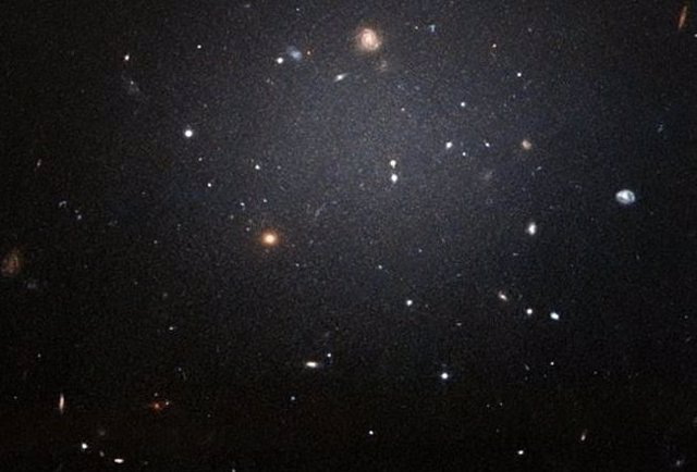Explicación al extraño déficit de materia oscura en un par galáctico