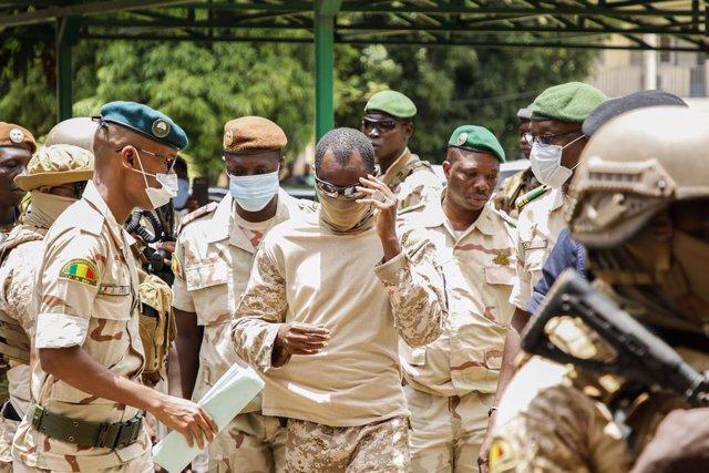 Malí.- El imán Dicko, partidario de que la transición en Malí esté presidida por