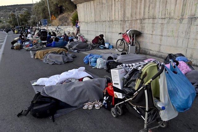Europa.- Miles de migrantes pasan la noche al raso tras la destrucción del campo