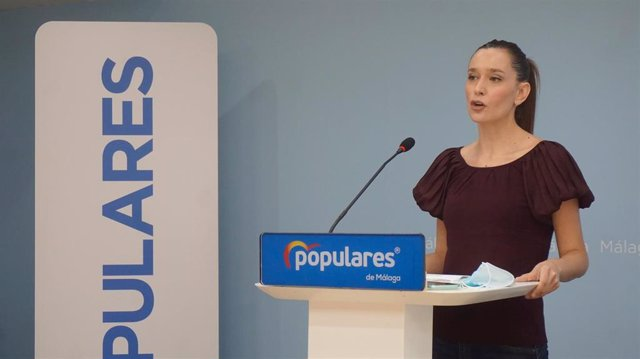 La vicesecretaria del PP de Málaga capital, Elisa Pérez de Siles, en rueda de prensa
