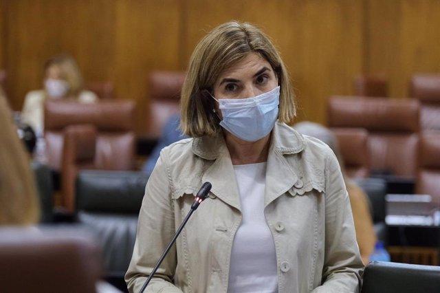 La consejera de Empleo, Formación y Trabajo Autónomo, Rocío Blanco, en el Pleno del Parlamento.