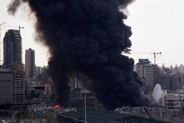 Líbano.- El puerto de Beirut, escenario de un aparatoso incendio un mes después