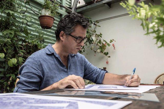 El artista gráfico Pachi Benavente
