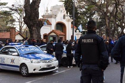 Argentina.- Fernández responde a la protesta de policías con un plan que recorta fondos a la ciudad de Buenos Aires