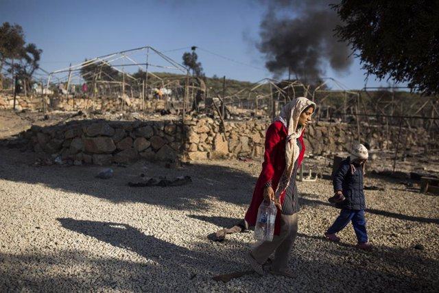 Grecia.- Bruselas pide la evacuación de los migrantes de Lesbos porque no ve pos