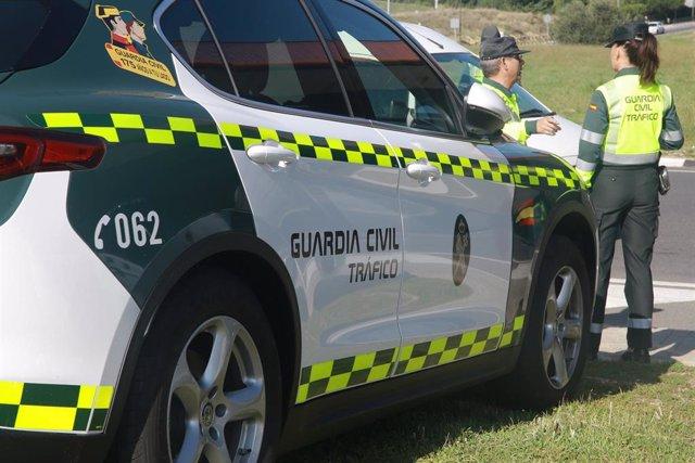 Un vehículo de la  Guardia Civil de Tráfico