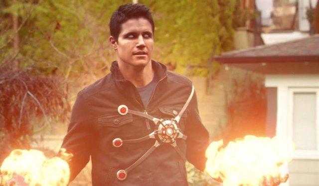 ¿Volverá Robbie Amell (Arrow) Al Cwverso Como Firestorm?