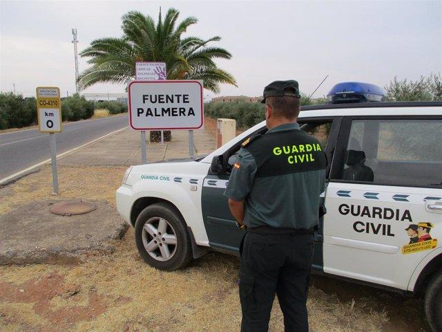 Una patrulla de la Guardia Civil en Fuente Palmera