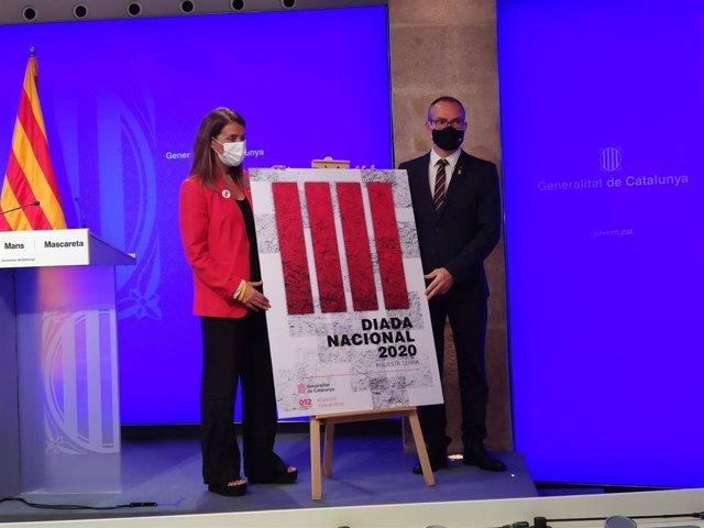 La consellera de Presidencia y portavoz del Govern, Meritxell Budó, y el vicepresidente primero del Parlament, Josep Costa, presentando el cartel de la Diada de este año.