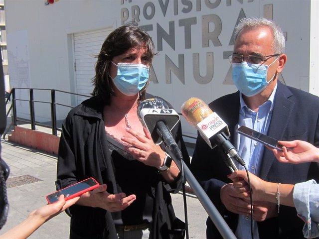 La portavoz del grupo municipal del PSOE, Lola Ranera, y el concejal socialista, Luis Miguel Garacía  Vinuesa