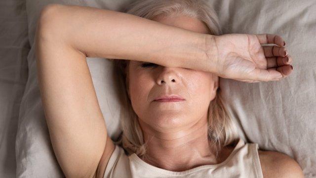 Mujer cansada, fatiga crónica.