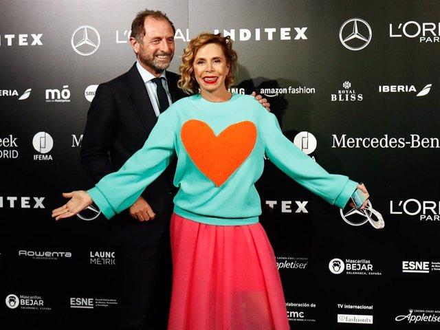 Luis Gasset, novio de Ágatha Ruiz de la Prada, ha asistido por primera vez a uno de los desfiles de la diseñadora