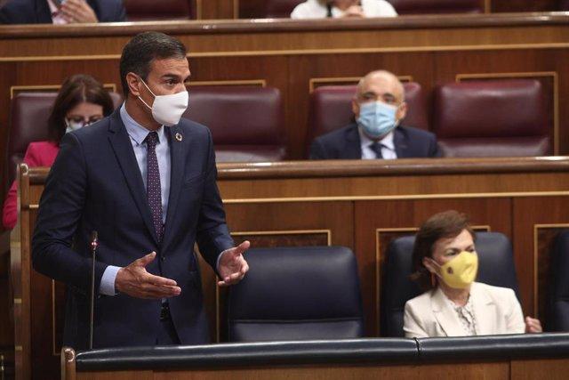 El presidente del Gobierno, Pedro Sánchez, interviene durante la primera sesión de control al Gobierno en el Congreso tras las vacaciones de verano, en Madrid (España). El Gobierno contesta, entre otras preguntas, sobre el coronavirus o sobre los gastos d