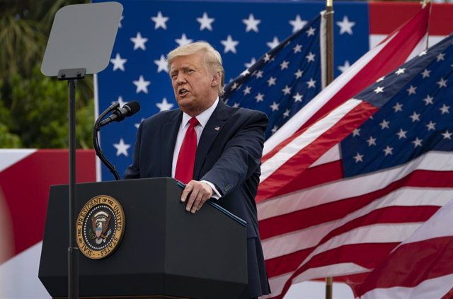 EEUU.- Trump se compara con Churchill para defenderse por haber minimizado la im