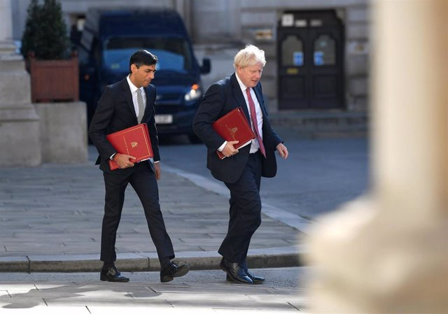 01 September 2020, England, London: UK Prime Minister Boris Johnson (R) and Chancellor of the Exchequer Rishi Sunak arrive at the Foreign and Commonwealth Office in London for a cabinet meeting. Photo: Toby Melville/PA Wire/dpa