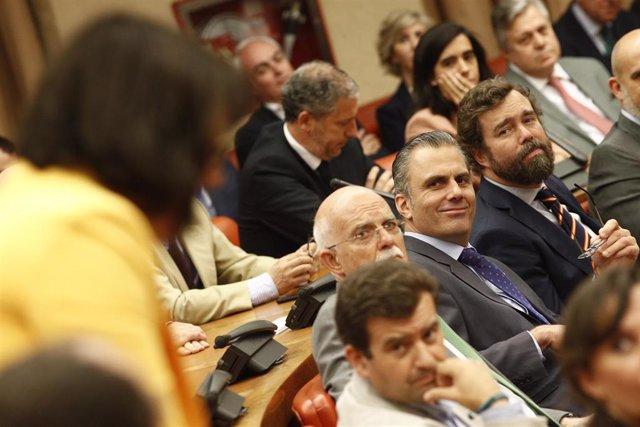 -El diputado de Vox, Agustín Rosety; el secretario general de Vox,, Javier Ortega-Smith; y el portavoz parlamentario de Vox en el Congreso, Iván Espinosa de los Monteros
