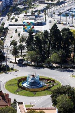 Plaza de Torrijos y el cubo del Museo Pompidou, en Málaga