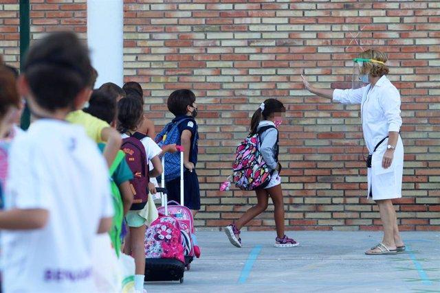 Primer día del curso escolar donde se aplicarán las medidas preventivas diseñadas por la Junta contra el COVID-19, en la imagen el colegio público, Federico García Lorca.  Málaga a 10 de septiembre 2020