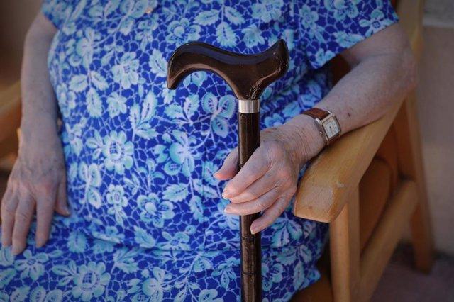 Una residente de un centro de mayores