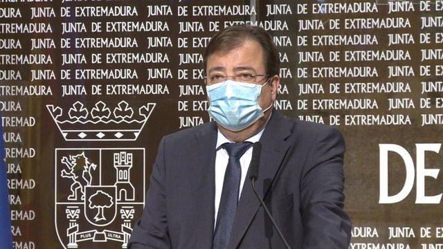 Guillermo Fernández Vara en rueda de prensa en Mérida.