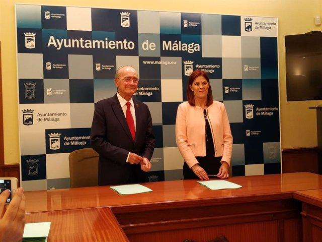 El alcalde de Málaga, Francisco de  la Torre y la portavoz municipal de Cs, Noelia  Losada, en una imagen de archivo