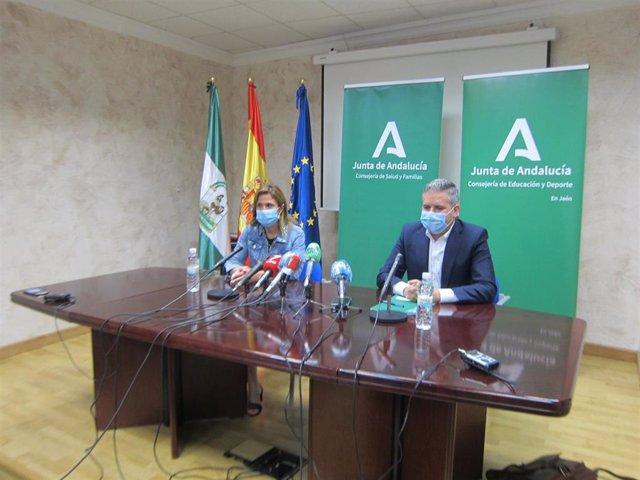 El delegado territorial de Educación, Antonio Sutil, junto a la delegada de Salud, Trinidad Rus.