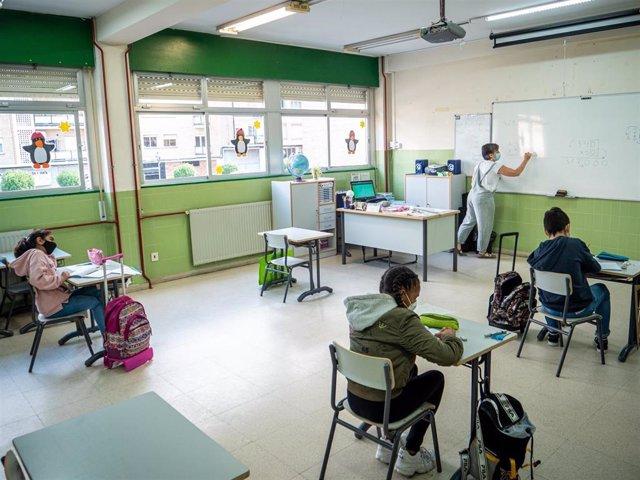Estudiantes riojanos acuden a un centro escolar en fase 2
