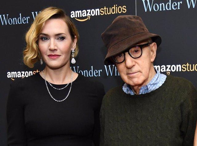 Kate Winslet junto a Woody Allen en la presentación de Wonder Wheel en Nueva York