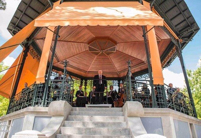 El templete del Retiro acoge este domingo 'Un americano en Madrid', a cargo de la Banda Sinfónica Municipal