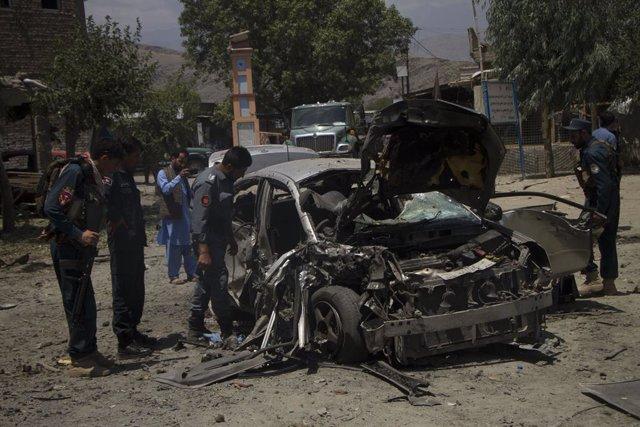 Afganistán.- Mueren cinco personas en un atentado con motocicleta bomba contra u