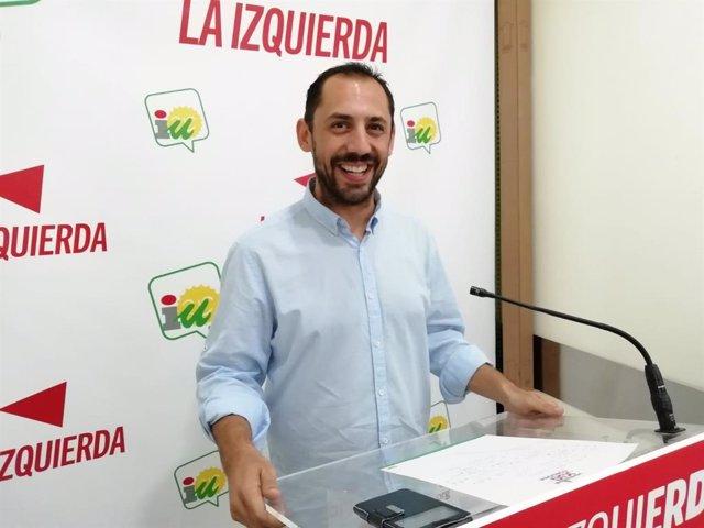 El responsable de Organización de IU Córdoba, Sebastián Pérez, en la sede provincial de IU, en una imagen de archivo.