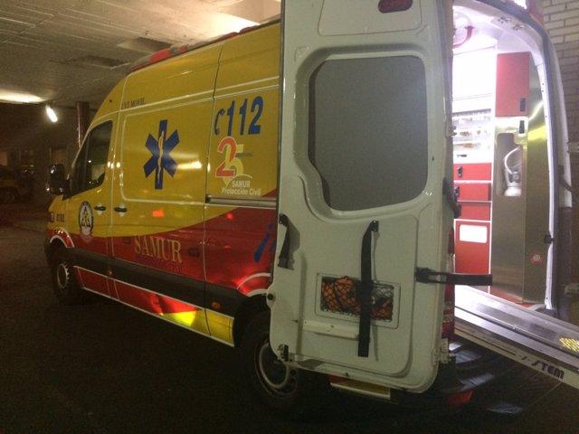 Una ambulancia del Samur en el lugar del accidente