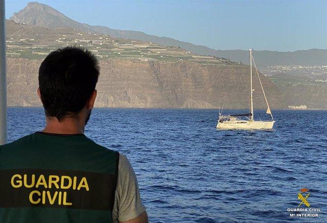La Guardia Civil intercepta un velero con droga en la ruta africana