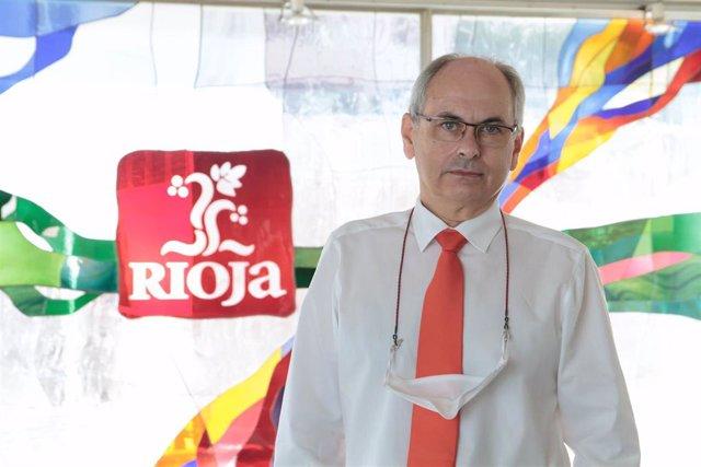 El director general del Consejo Regulador De Rioja, José Luis Lapuente, posa ante la cámara en la sede del Consejo Regulador. En Logroño, La Rioja, (España), a 9 de septiembre de 2020.
