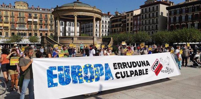 Concentración en Pamplona para exigir la reubicación de los migrantes afectados por el incendio del campo de refugiados de Moria