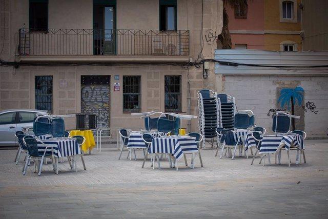 Terraza de un bar vacía durante el segundo día de la reapertura al público de las terrazas al aire libre