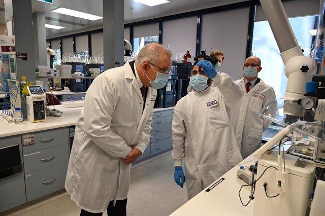 Coronavirus.- AstraZeneca reanuda los ensayos de su vacuna contra la COVID-19