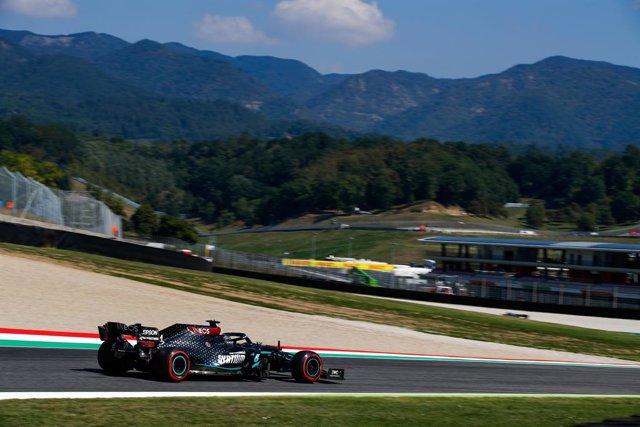 Fórmula 1/GP Toscana.- Hamilton firma una inédita pole en Mugello y Sainz saldrá