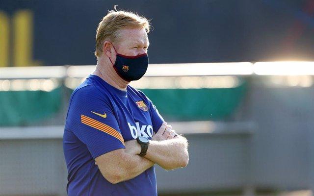 Koeman en un entrenamiento del Barcelona
