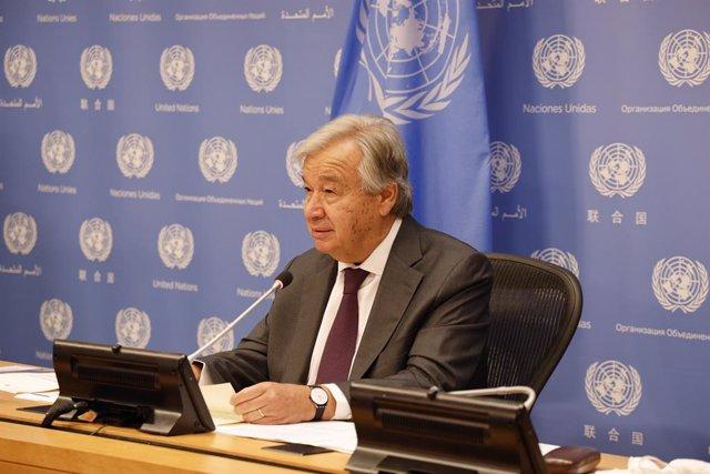 Afganistán.- Guterres pide que se respeten los derechos de las niñas y las mujer
