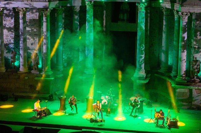 Los Secretos en su concierto en el Teatro Romano de Mérida.