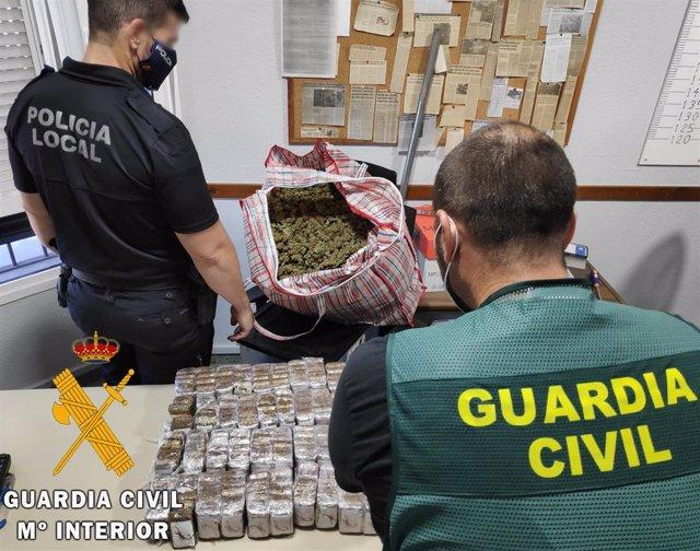Desmantelado un punto de distribución y envasado de droga en Vícar
