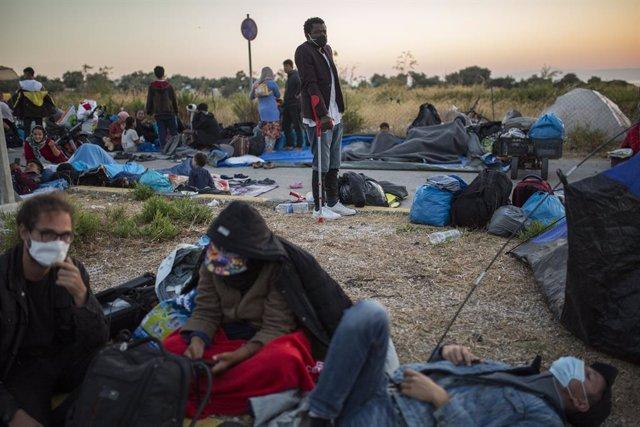 """El Papa clama por """"una acogida digna"""" para los inmigrantes tras los incendios en"""