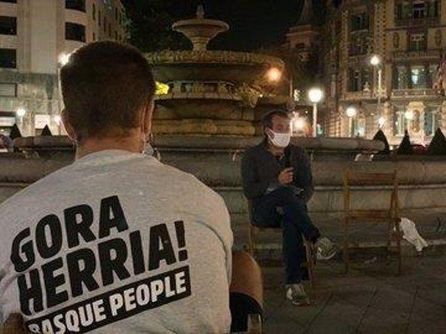 El exjefe de ETA David Pla en la concentración desarrollada por Sortu el sábado 12 de septiembre por la noche en Bilbao.
